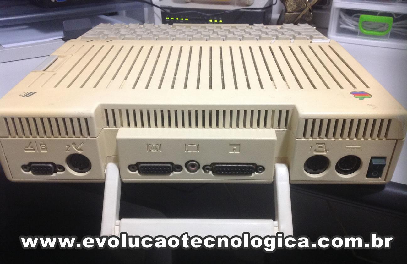 Apple IIc - visão traseira